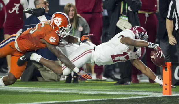 Kenyan Drake featured in Daniel Moore's latest Alabama football print